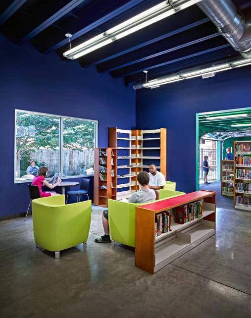 Bir renkli kütüphane