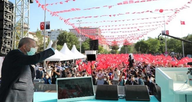 Cumhurbaşkanı Erdoğan, Diyarbakır'da 2.5 milyar liralık yüzlerce eserin açılışını yaptı