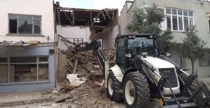 Karacabey'de metruk binalarla ilgili yıkım çalışmaları son sürat